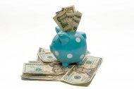 świnka z banknotami jako przykład inwestycji